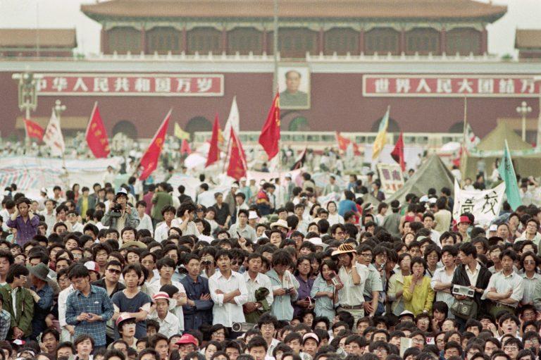 Crowd-in-Tiananmen-square-1989
