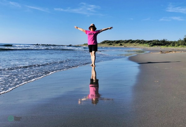 It is interestng to take mind-blowing sky mirror photos at the Torik Beach in Taitung. (Image: Billy Shyu / Vision Times)