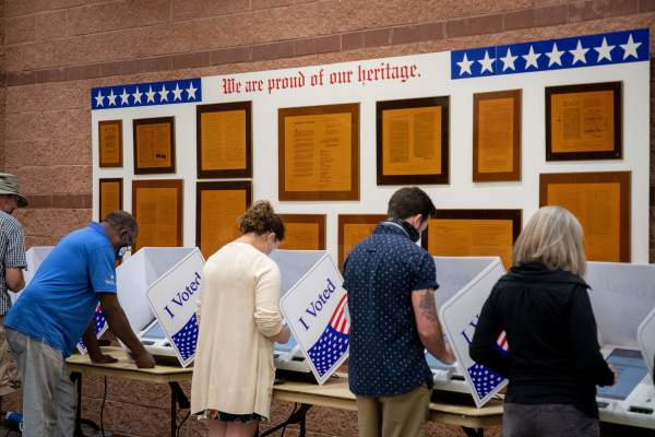 US citizens voting, 2020 Elections dominion voting