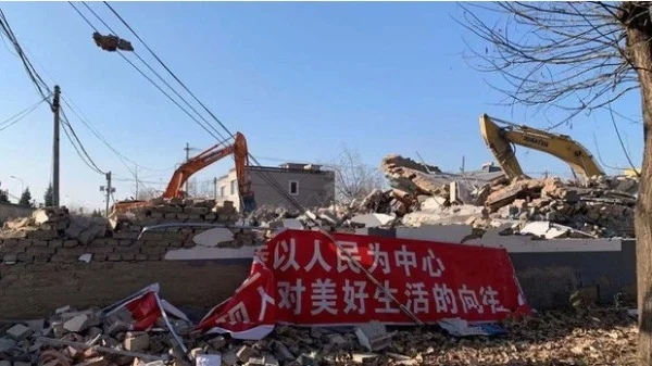 In the middle of November, 2,000 residents living in the Jiuhua Agricultural Science Demonstration Park in the northwestern outskirts of Beijing Changping District were given sudden notice that their homes would be subject to compulsory demolition, known as chaiqian in Mandarin.