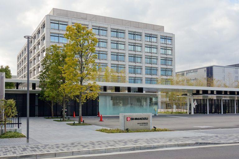 Photograph of the southeast side view of Shimadzu Corporation E1 Building (headquarters) in Nakagyo-ku, Kyoto, Kyoto Prefecture, Japan.