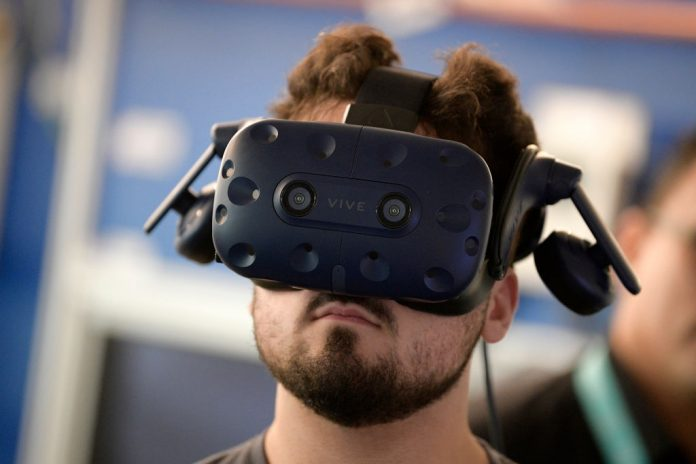 """Illustration picture shows a student with VR virtual reality glasses during a royal visit to the T2 - Technologie- en Talent - campus in Genk, Tuesday 29 January 2019. Facebook Reality Labs announced it would bring the human race augmented reality """"paradigm shift,"""" changing the way we interact with computers all together"""