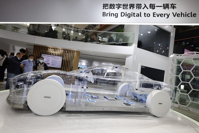 Chinese company Huawei, the world's biggest telecommunication equipment maker, is planning to manufacture electric vehicles and could even launch a few models this year,