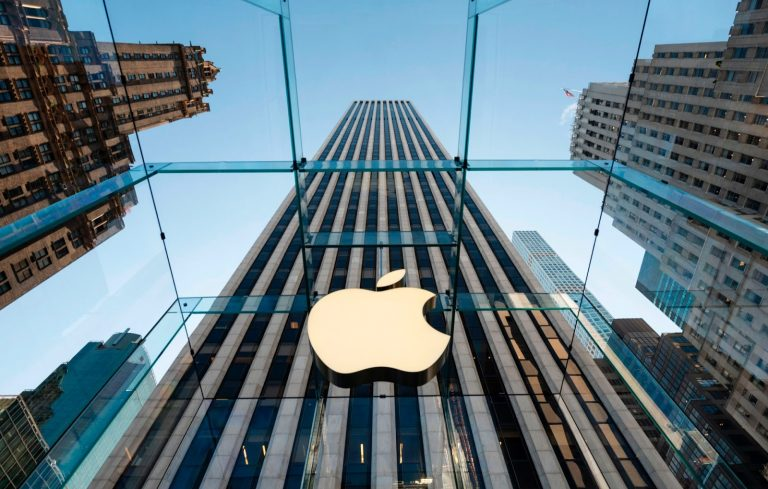 In Europe and the U.S., Big Tech giants Apple and Google are coming under fire from both the state and app developers due to anti-competitive behaviour.