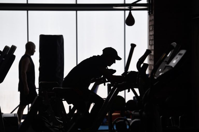 After having been given a PCR test and showing symptoms of COVID-19, a Spanish man went to the gym, where three people became infected and in turn infected their family members.