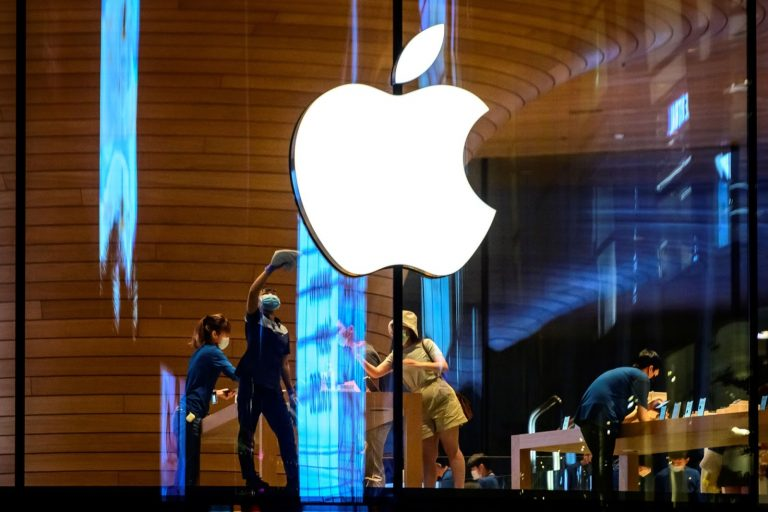A vulnerability in Apple's AirDrop file transfer system may result in contact information such as email addresses and phone numbers being easily attained by hackers, experts warn.