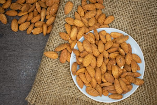 The vitamin E found in a 20 gram pack of almonds can provide 40 percent of the daily recommended allowance, and help maintain good eye health.