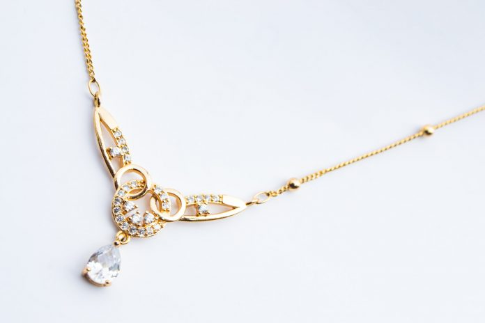 Traditional Chinese medicine indicates that gold and silver are not only beautiful but also healthy to wear.