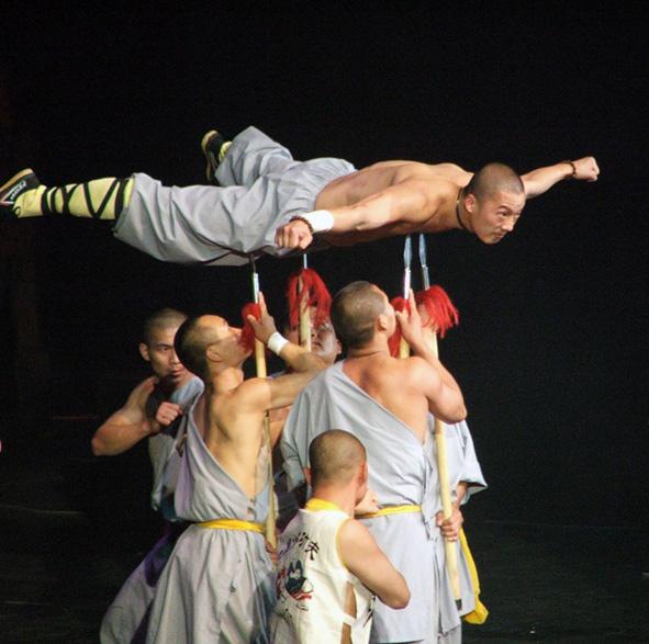 I monaci Shaolin dimostrano le arti marziali, una pratica strettamente legata alla medicina tradizionale cinese. (Immagine: podoboq tramite Flickr) CC BY 2.0