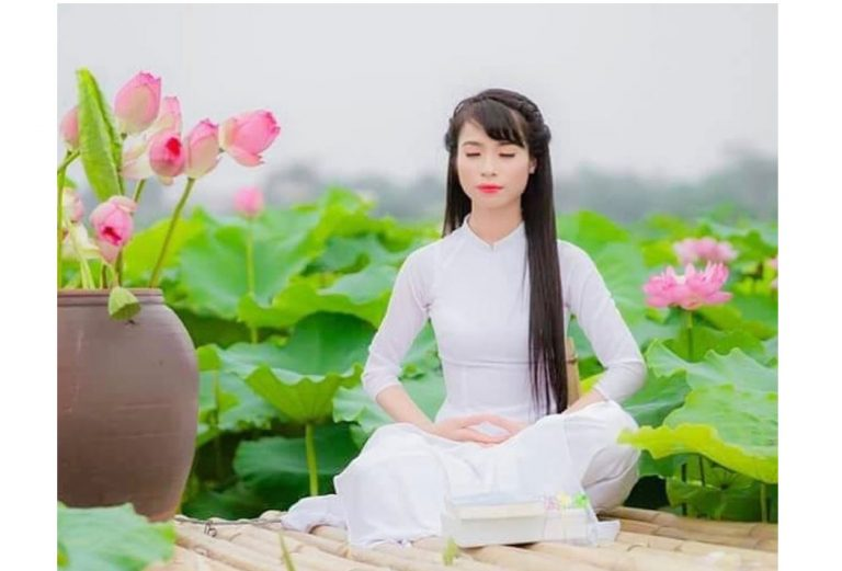 Falun Gong_FalunDafa_meditation_woman_full-lotus-position