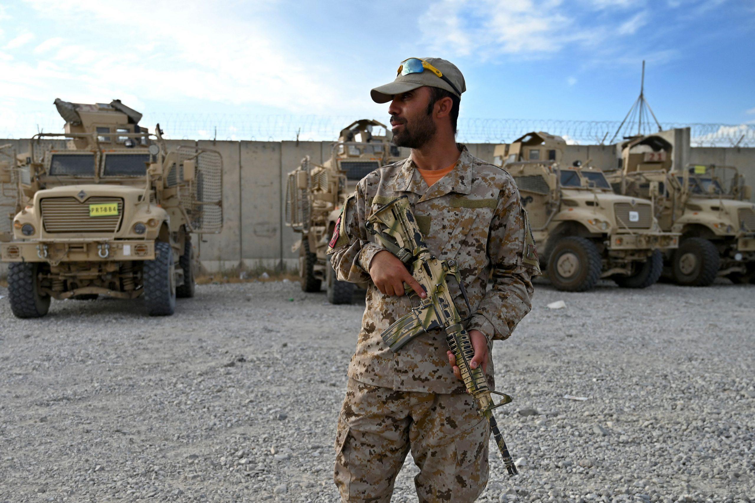 afghanistan_police-soldier-bagram
