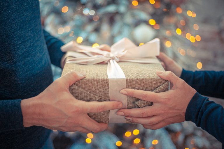 The Office of the Inspector General (OIG) found evidence of FBI officials accepting gifts from media personnel without prior authorization.