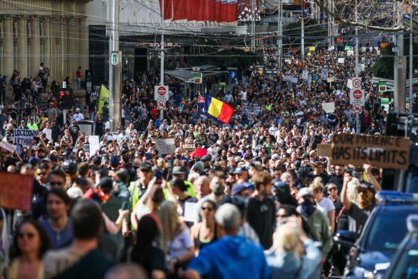Melbourne-lockdown-protests-tear-gas-rubber-bullets-pepper-spray