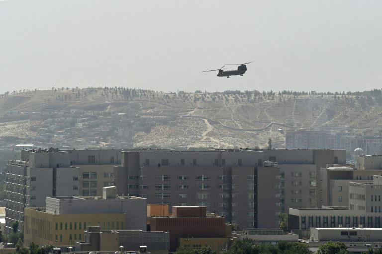 afghanistan_chinook-above_us-embassy_kabul
