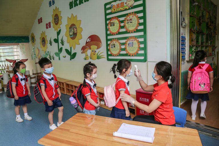 China_Kindergarten_Children_Temperature_Test