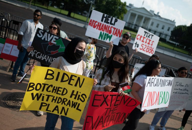 US-Afghans_protests-white-house