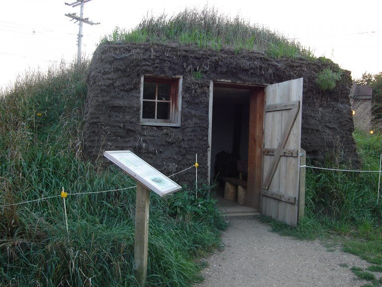 Dugout-home-Laura-Ingalls-Wikimedia-Commons