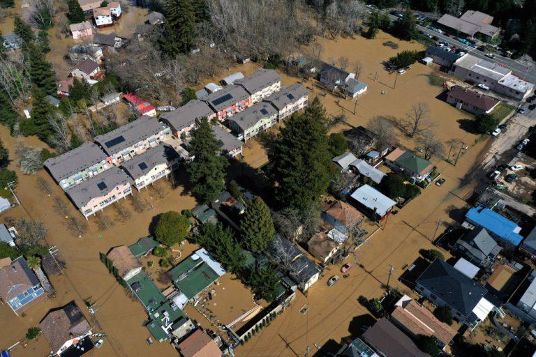 atmospheric-river-flooding-debris-flows-landslides-getty-images-1132851248