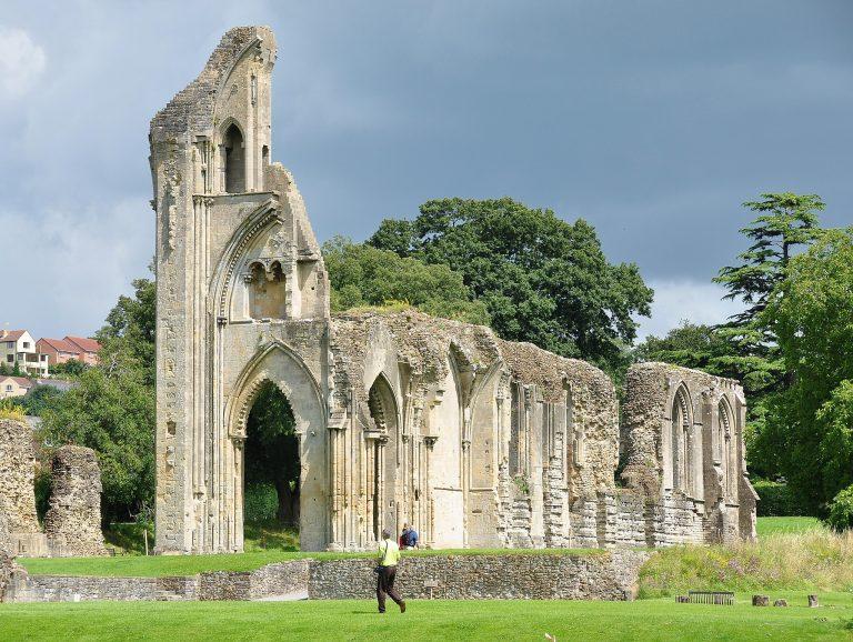 Glastonbury_Abbey_Ruins_Wikimedia_Commons