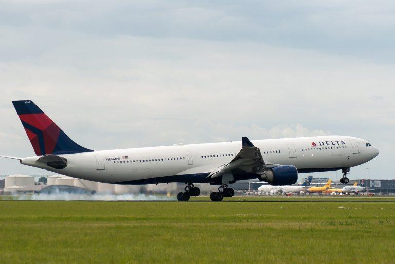 Delta-airlines-COVID19-vaccine-mandates-air-industry