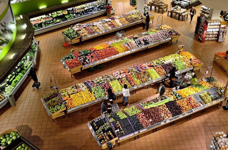 grocery-store-shelves-empty-supply-chain-crisis