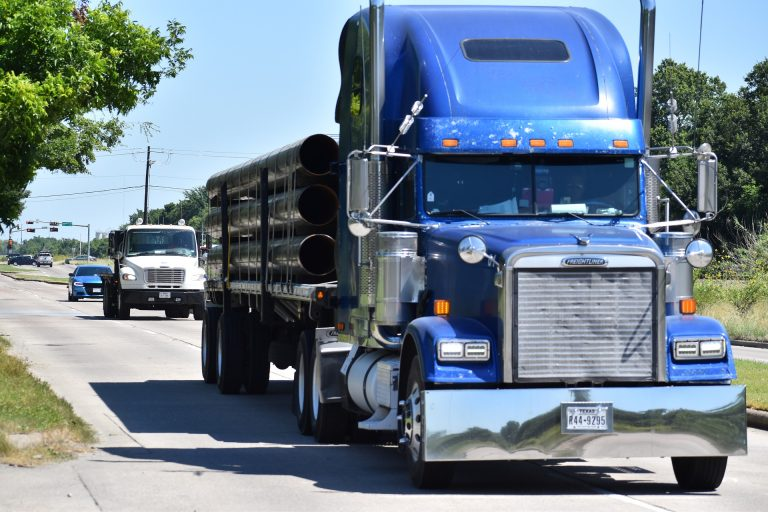 Truck-driver-shortage-suppply-chain-crisis-US-teaches-highschollers-to-drive