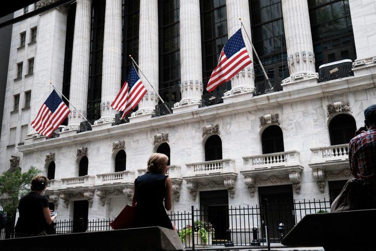 new-york-stock-exchange-us-flags